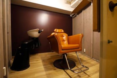 各室にシャンプー台 - 個室のレンタル美容室 【サロン貸切り】1h 3650円の室内の写真