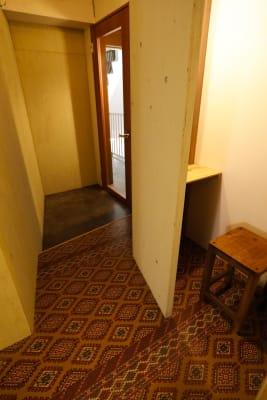 個室のレンタル美容室 【サロン貸切り】1h 3650円の入口の写真
