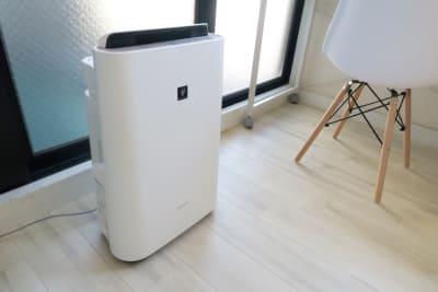 LEUNI烏丸 クリーンで集中できる白い部屋の設備の写真