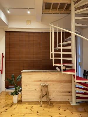 カウンター席も作れます。 - ebisu bldg.六本木B1 スタジオの室内の写真