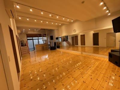全身鏡があり広々とした空間 - ebisu bldg.六本木B1 スタジオの室内の写真