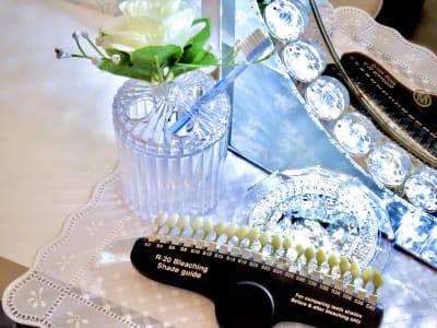 歯のホワイトニングも可能♪ - デジックスプラス サロンスペースの設備の写真