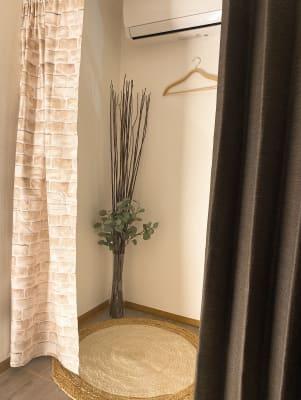 フィッティングルーム - Room527 プライベートレンタルサロンの設備の写真