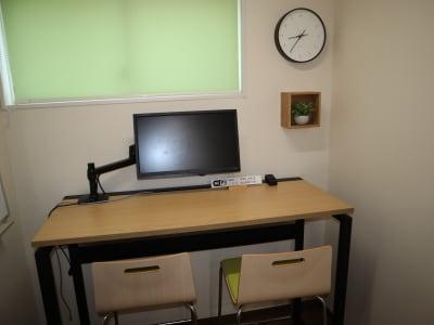 Web会議用の個室です。 - シェアオフィスippo コワーキングスペースの室内の写真