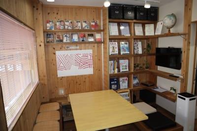 共有スペースです。 - シェアオフィスippo コワーキングスペースの室内の写真