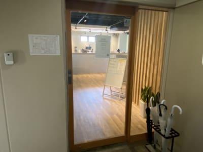 施設自体の3F入り口 - Nable Studio 【梅田駅近】撮影スタジオの入口の写真