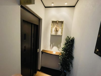 エレベーター - シェアサロンTHE REMIUM 次世代型複合シェアサロンの設備の写真