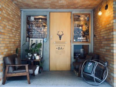 配信バーSHIBUYA+BAr 渋谷の小さな秘密基地空間の入口の写真