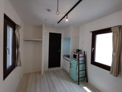 大きな窓が2箇所あり、明るいお部屋です。 - Hikario新宿 ワークスペース 203の室内の写真