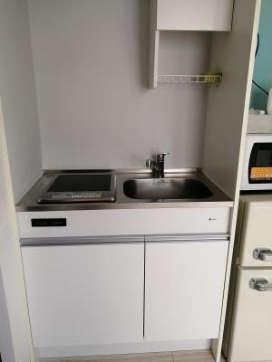ミニキッチンがあります。調理器具も置いてあります。 - Hikario新宿 ワークスペース 203の設備の写真