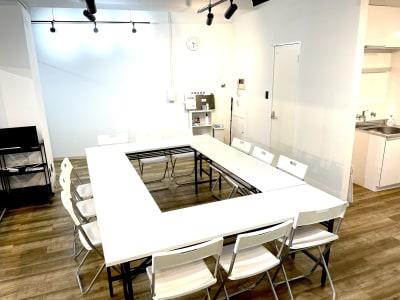 会議・勉強会として - レンタルスペースcocoaの室内の写真