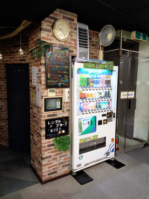 下のフロアに自販機設置していますので外に買いに行く手間も省けます。 - 大京クラブ【レンタルスペース】 【事務スペース】の設備の写真