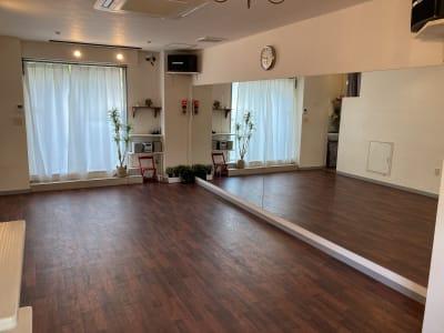 1~10人程度での利用 - GALAXYダンススタジオ イベントスペースの室内の写真