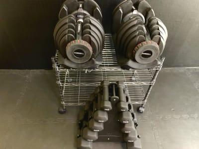 ダンベル1kg~40kg!まで対応。 - FULLCONTACT レンタルジム梅田/中崎町の設備の写真