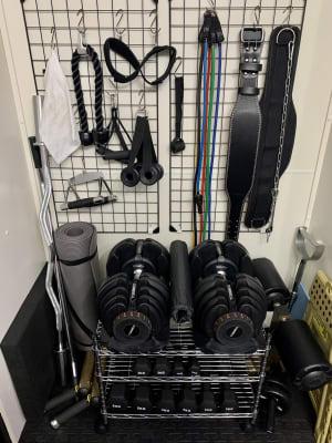 トレーニングベルト、チンニングベルト、チューブや各種トレーニンググッズあり - FULLCONTACT レンタルジム梅田/中崎町の設備の写真