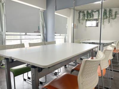 きのこ@駅チカ会議室 多目的会議室の室内の写真