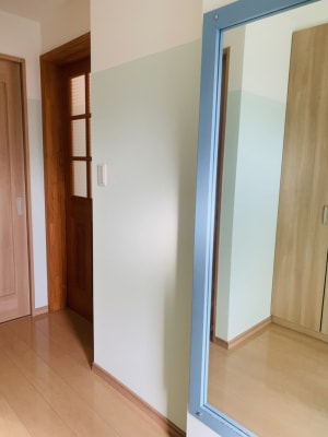 玄関入ってすぐに姿見の鏡は、お出かけ気分をもりあげてくれます - OneRoomstudio キッチン付き、レンタルスペースの室内の写真