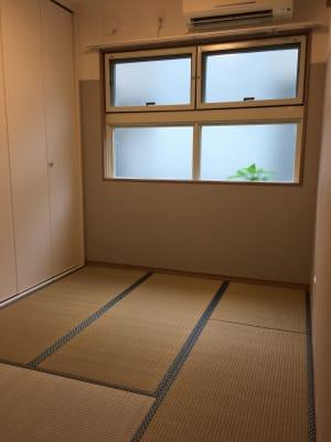 四畳半ですが、畳の表替えをしたばかりですので、井草のとてもいい香りです - OneRoomstudio キッチン付き、レンタルスペースの室内の写真