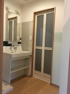 洗面台は、お着替えスペースとしてもご利用いただける広さです - OneRoomstudio キッチン付き、レンタルスペースの室内の写真