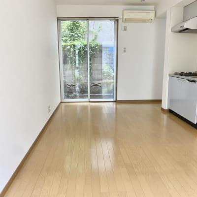 一階のスペースです。 簡易キッチンあります。 - KITCHEN & OFFICE 原宿店の室内の写真