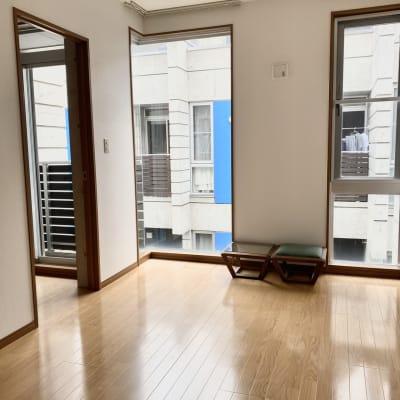 2階です。オリジナル家具もあります。 - KITCHEN & OFFICE 原宿店の室内の写真