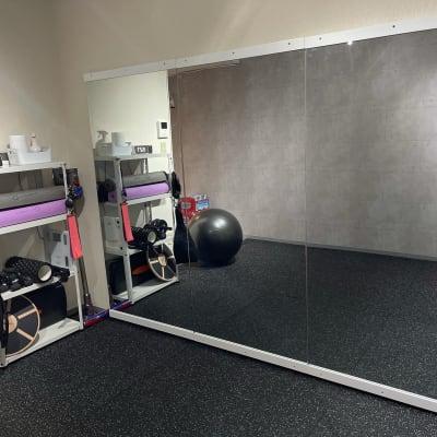 鏡2,7m - WHITEGYM池袋店の室内の写真
