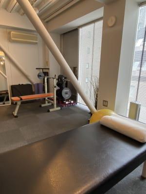 麻布十番シェアサロン【1CM】 施術、トレーニング向けの室内の写真