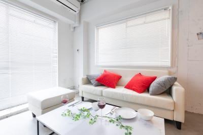 疲れたらソファーでくつろいでください - feel 浅草 レンタルスペースの室内の写真