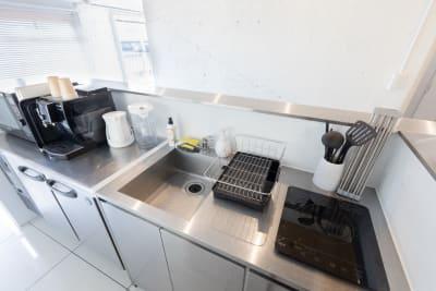 キッチン設備の様子です - feel 浅草 レンタルスペースの室内の写真
