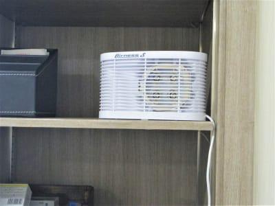 オゾン発生器 - ワークカフェ テレワーク、商談、喫茶店かわりの室内の写真
