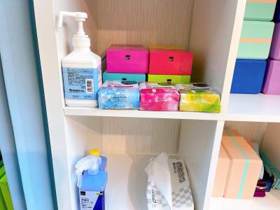除菌アルコール、汗拭きシートなど。こちらにあるものはご自由に使っていただけます - レンタルスタジオ 吉祥寺OLI  レンタルスタジオ 吉祥寺OLIの室内の写真