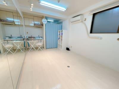 カーテンがあり着替えできます - レンタルスタジオ 吉祥寺OLI  レンタルスタジオ 吉祥寺OLIの室内の写真