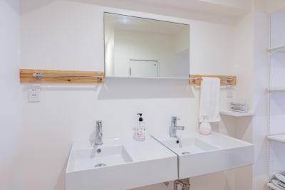 清潔な洗面台です。  - feel 浅草 301レンタルルームの室内の写真