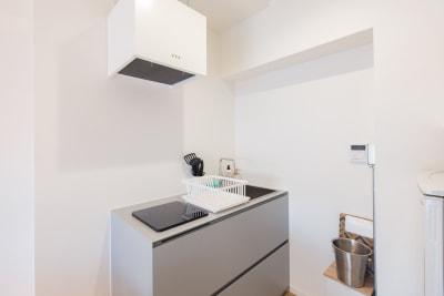キッチンもあります。簡単な料理もできます。 - feel 浅草 301レンタルルームの室内の写真