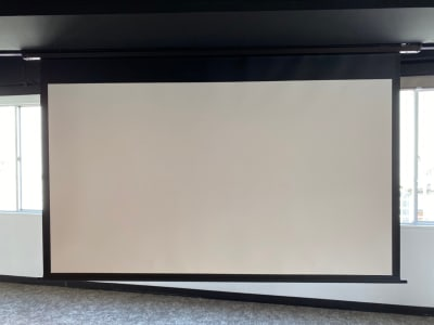 スクリーン - 渋谷ワールド宇田川ビル タイムシェアリング 9F 会議室の設備の写真