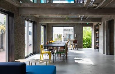 ラウンジフロア 北側から撮影した風景 - Blend Studio スタジオ撮影8~9時間プランの室内の写真
