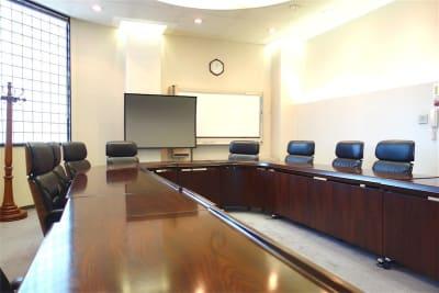 ホワイトボード、スクリーンがございます - レンタルスペース ノア 大会議室(2F)の室内の写真