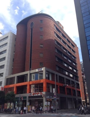 『アソルティビル4階』(1階がかつやさんのビルです。) - BAレンタルオフィス本町 半個室《1名様用・声出し不可》の外観の写真
