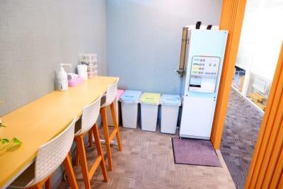 『フリードリンク』をご利用いただけます。 - BAレンタルオフィス本町 半個室《1名様用・声出し不可》の室内の写真
