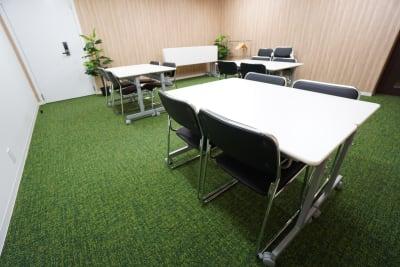 小田急レンタルスペース 会議室の室内の写真