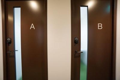 小田急レンタルスペース 個室Bの入口の写真