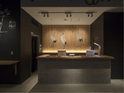 【ホテル1階】フロント - カモンホテルなんば テレワークスペース(2~3階)の入口の写真