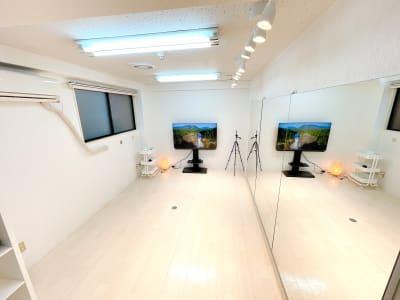 ダンス、ヨガ、声を出す練習など多目的でお使いいただけます。 - レンタルスタジオ 吉祥寺OLI  レンタルスタジオ 吉祥寺OLIの室内の写真