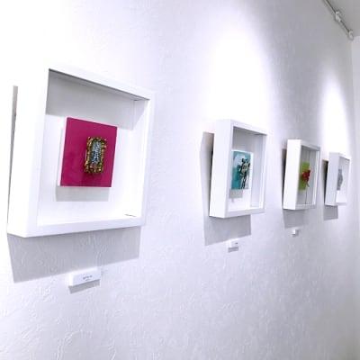 壁面展示例 - Gallery-01 レンタルギャラリーの室内の写真