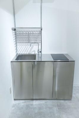 事務所内にミニキッチンがありますのでご利用いただけます。 - Gallery-01 レンタルギャラリーの設備の写真