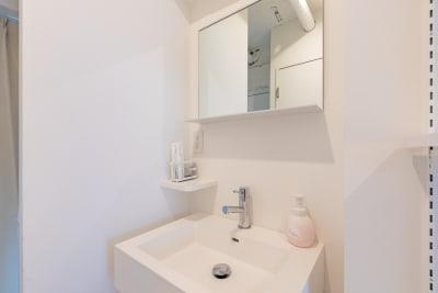 清潔な洗面台です。 - feel 浅草 501レンタルルームの室内の写真