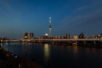 夜になると、スカイツリーと隅田川のライトアップが美しいです。 - feel 浅草 501レンタルルームの室内の写真