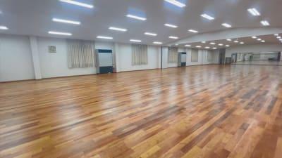 正面・側面に鏡がある広いスペースです。 - studio GEEX レンタルスタジオの室内の写真
