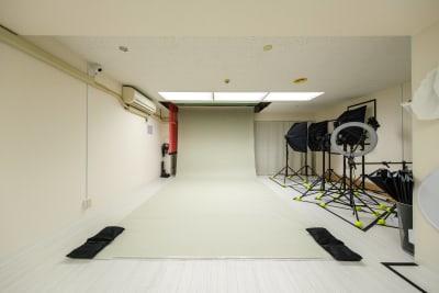 バックペーパー【グレージュ】※無料 - Studio Bis フォトスタジオの設備の写真