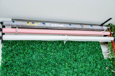 背景紙2m幅(有料:1m1000円) - レンタル撮影スタジオ写技房 1グループ1部屋の丸ごと貸し出しの室内の写真